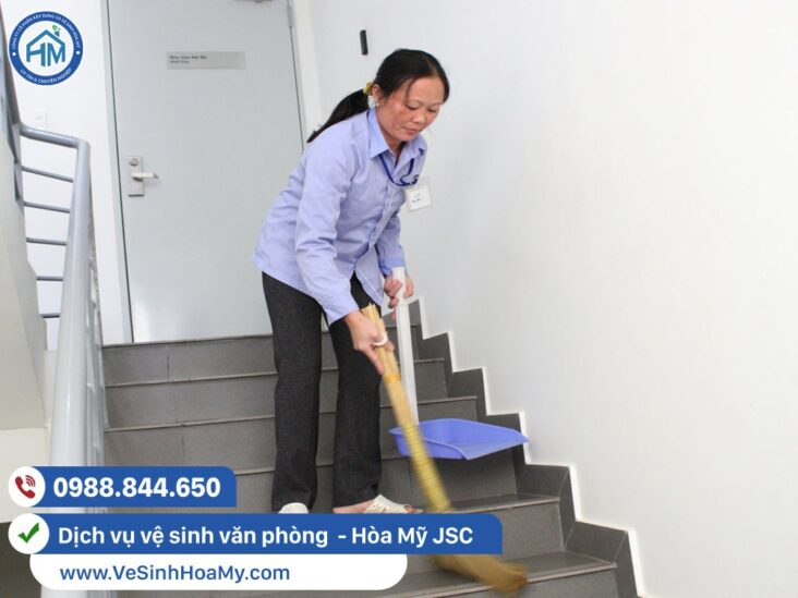 Tạp vụ vệ sinh văn phòng hàng ngày