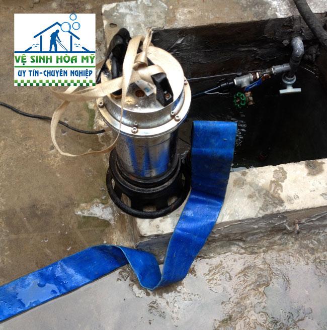 máy móc thau rửa bể nước ngầm tại Hà Đông