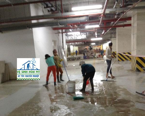 vệ sinh sàn epoxy 1
