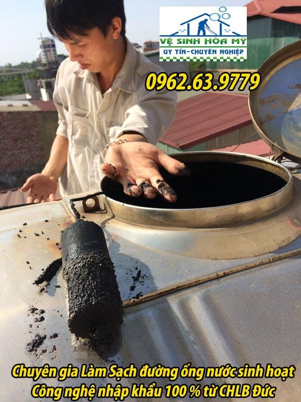 sục rửa cáu căn rong rêu trong đường ống nước sinh hoạt 6