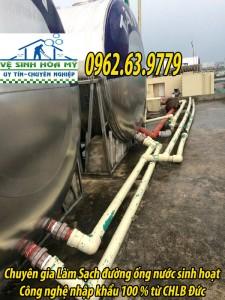 sục rửa cáu căn rong rêu trong đường ống nước sinh hoạt