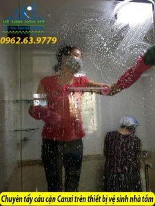 Chuyên tẩy cáu cặn canxi trên thiết bị vệ sinh nhà tắm