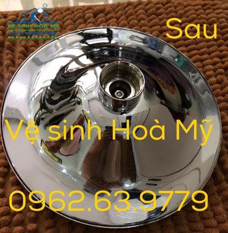 Tẩy cáu cặn canxi thiết bị inox nhà tắm 1
