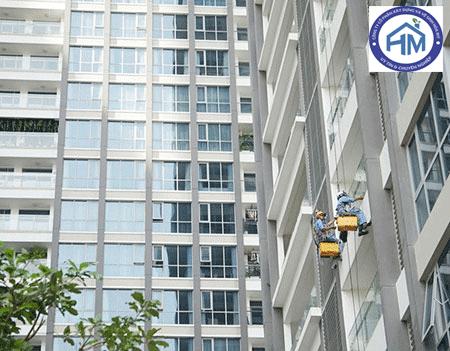 Dịch vụ lau kính tòa nhà cao tầng