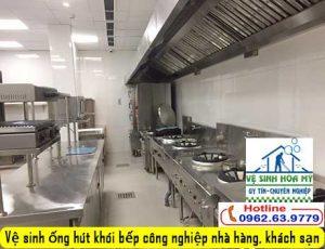 ve-sinh-ong-hut-khoi-bep-cong-nghiep-nha-hang-khach-san