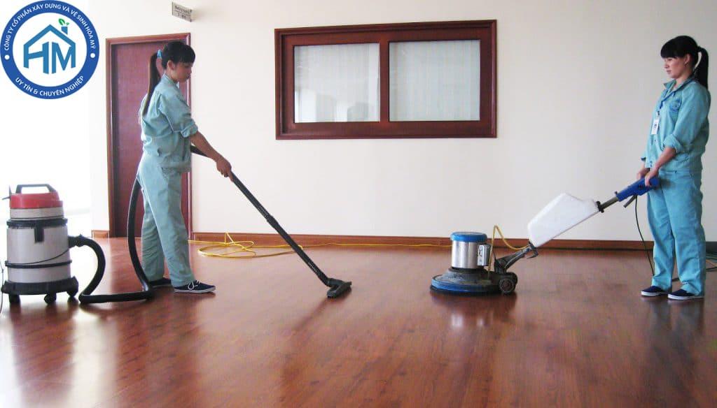 dịch vụ làm sạch sàn gỗ