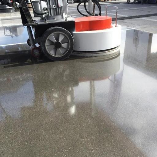 máy móc hiện đại phục vụ quy trình tổng vệ sinh, dọn dẹp