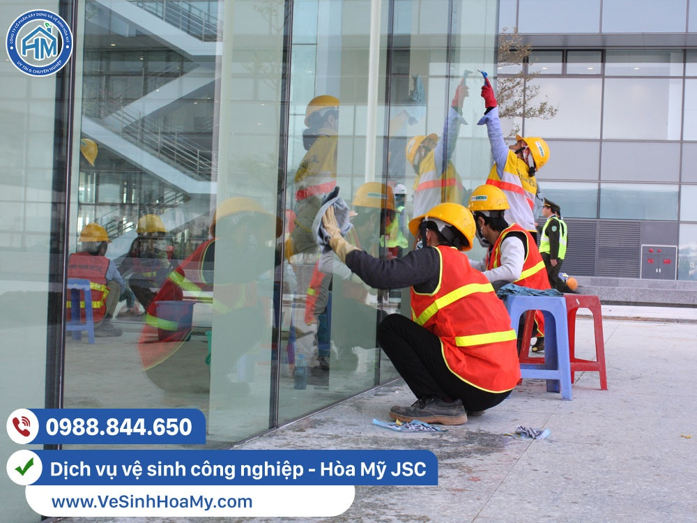 dịch vụ vệ sinh kính tại Mê Linh