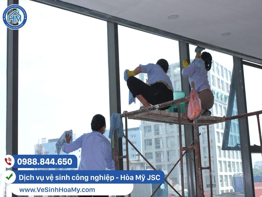 Vệ sinh công nghiệp sau xây dựng tại Long Biên