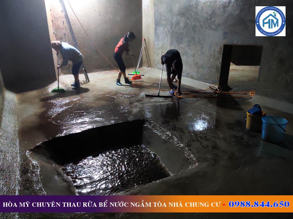 Thau rửa bể nước ngầm chung cư tại Đống Đa