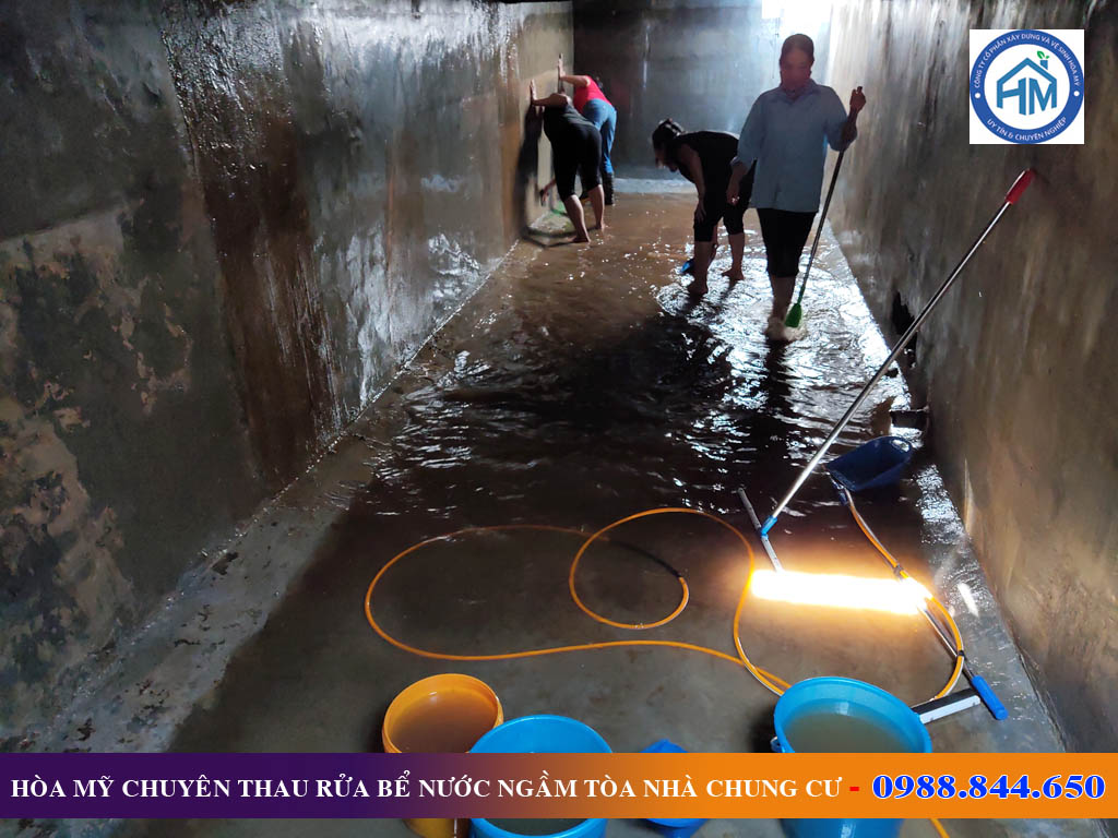 Thau rửa bể nước ngầm tòa nhà chung cư tại Hà Đông